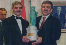 Лидер Ахшсхинских турков проживающих в США Тяншан Муратовик и президент Турции Абдуллах Гюл