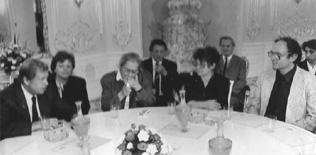 Слева – направо: Вацлав Гавел, третья слева – Елена Боннер, Наталия Горбаневская,Павел Литвинов. Прага, 1990 г.
