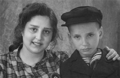 Циля с шестилетним братиком Ромочкой.