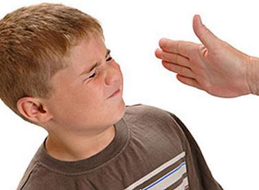 Мамашлепает сына